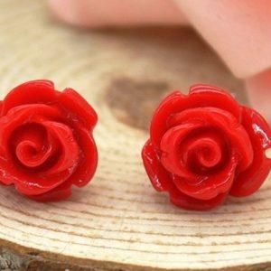 örhängen röda rosor