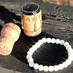 armband vita pärlor