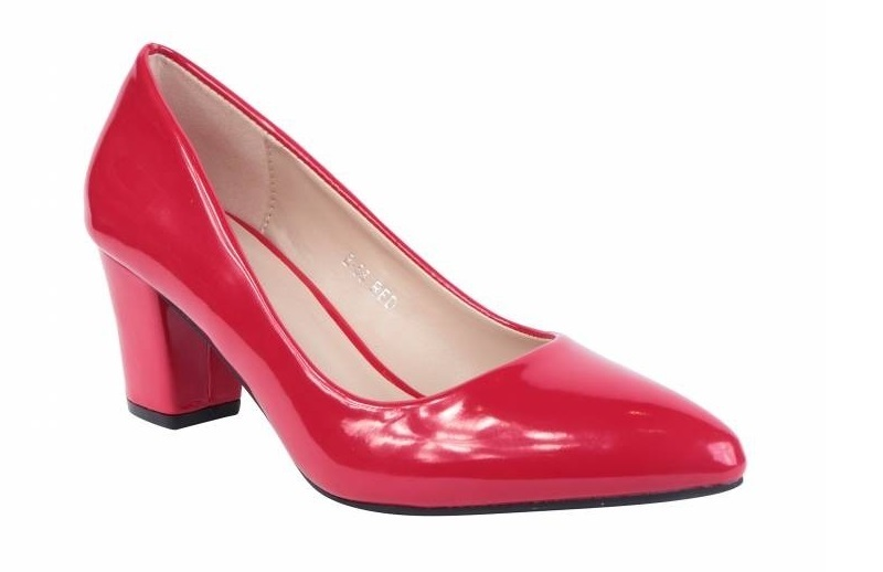 röda skor med klack