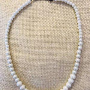 pärlhalsband vitt