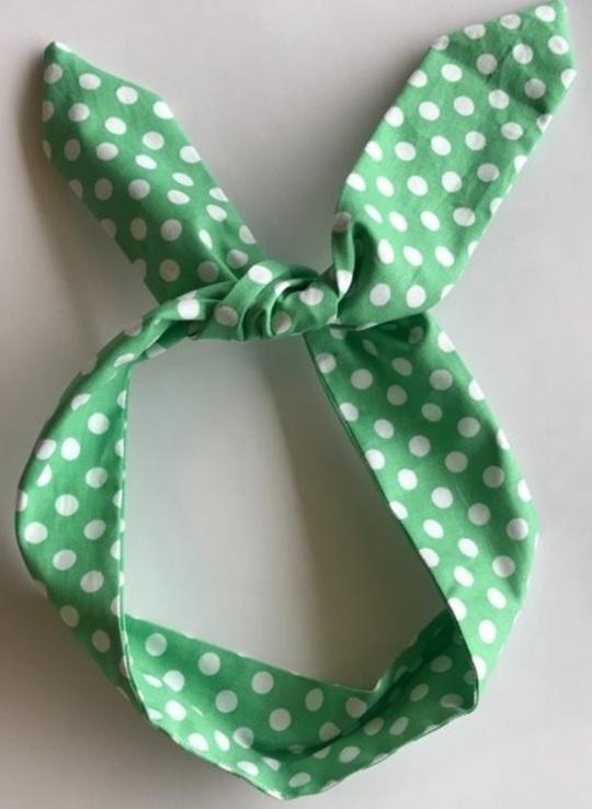 grön bandana vita prickar