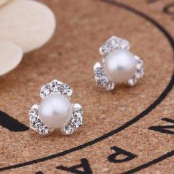 Örhänge strassblomma med pärla