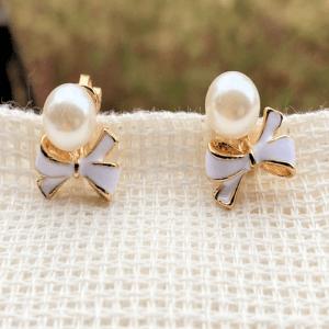 Örhänge pärla och vit rosett