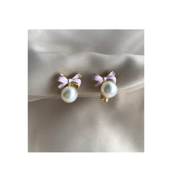 Örhängen med vit pärla