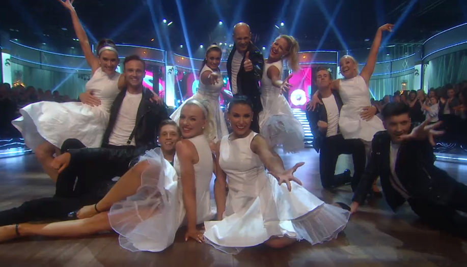 Glinder i Lets Dance TV4 med en snygg audrey klänning