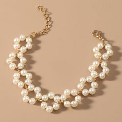 Pärlarmband med vita pärlor