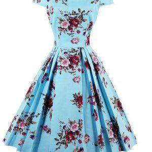 Ljusblå blommig klänning