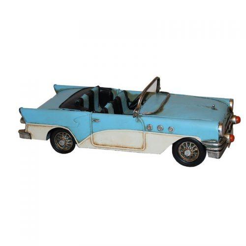 Ljusblå nostalgibil i plåt