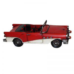 röd plåtbil i retrostil